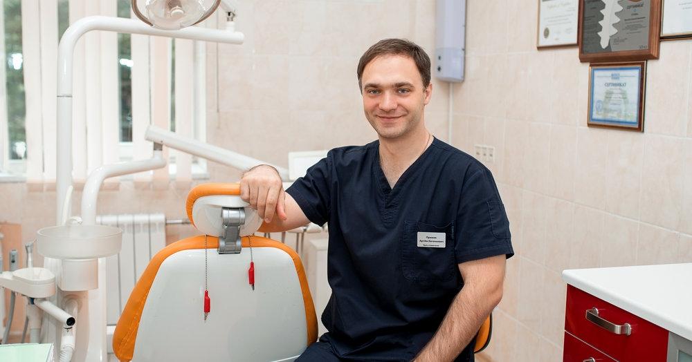 стоматолог хирург перед работой